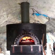*本格石窯で焼いたピザは外はパリッと中はふんわり