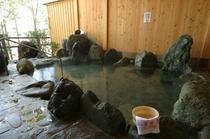 昼間露天風呂 横