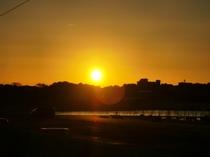 当館玄関前からの日の出