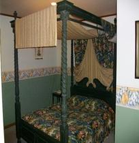 イギリスから輸入の天蓋ベッド 11畳