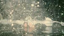 降りしきる雪中の露天風呂
