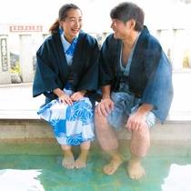 泉街には3ヵ所に無料の足湯