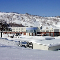 *【外観・冬】ジュネス栗駒スキー場のゲレンデ直近!