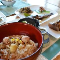 【夕食一例】地元の季節の食材を使った自然食をご賞味下さい