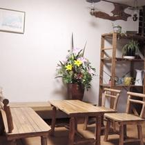 館内一例:木の温もりある玄関