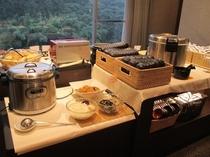 朝食バイキング ご飯・味噌汁・パンコーナー