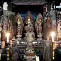 当寺には、 国宝重文建物6棟、重文仏像宝物30余点を所蔵しております。