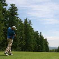 青い空が広がる気持ちの良いゴルフ場