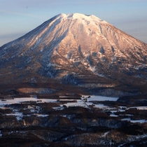 冬・夕刻の羊蹄山