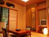 和室8畳(室内にトイレ有)