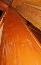 食堂、リビングの立てられた丸太柱