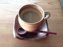 挽きたて、淹れたてのコーヒーをサービス。