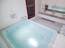 【浴室】24時間入れるトルマリン風呂で、体の芯からポカポカにいたします。
