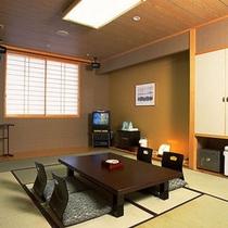 【和室】ご家族、グループにおすすめのお部屋です。手足を伸ばしてお寛ぎ下さい。