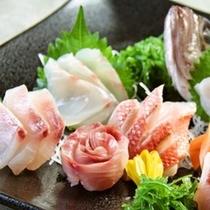 伊豆の名産:金目鯛をはじめ、新鮮がお造りをご用意いたします。