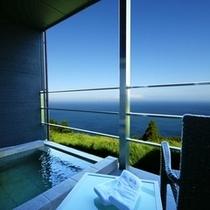 テラスから、客室露天風呂から、海抜200mの絶景をお楽しみいただけます。