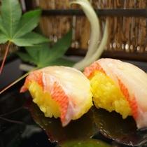 伊豆の名産:金目鯛をお寿司でお召し上がりいただきます。
