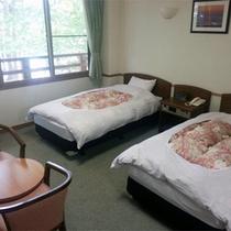 *和洋室一例/ファミリーにお勧めのタイプ。大芝高原の美しい緑に面したお部屋です。