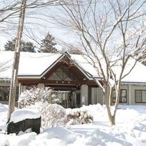 *大芝荘冬の外観/冬は真っ白な雪に包まれ、幻想的な雰囲気!