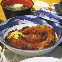 *夕食一例/名物は「鯉のうま煮」※別注(要事前予約)