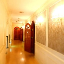 石の館の前の廊下