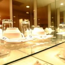 客室内には、グラス、コーヒーカップが2セットずつございます。