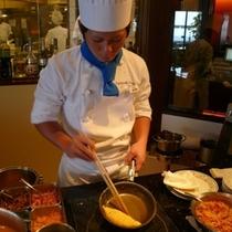 【ダイニング暖琉満菜】朝食ではシェフが作るアツアツのオムレツが人気です♪