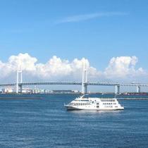 【周辺観光 ベイブリッジ】横浜港の海を走る、シーバスやクルーズも観光におすすめ