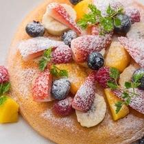 フルーツたっぷりパンケーキでビタミン補給!