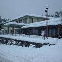 雪に佇むログハウス