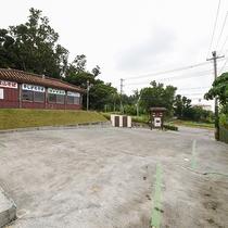 *屋外施設(駐車場)/無料駐車場10台分完備しております。