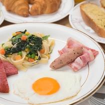 *朝食(洋食一例)/パン・サラダ・スープ・焼き物等をご用意いたします。