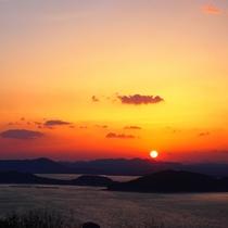海の向こうに沈んでいく夕日。ロマンチックですね☆