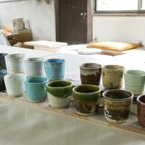 万葉荘の窯 万緑窯で陶芸体験♪16種類の釉薬からお好きな色を選べます♪