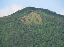 明星ヶ岳の大文字山を正面に臨みます。