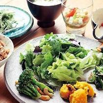 *カフェ・レストラン「こくう」/野菜や沖縄食材を中心に、体に優しいお料理をご用意します!