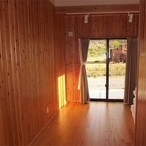 103号棟-「楽」raku リビングダイニングとベッドルーム(1F2F)の他に、洋室あり(布団)