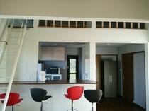 108号棟-「旅の宿」 カウンター&屋根裏部屋行きのはしご