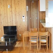 103号棟-「楽」raku 明るいリビングルーム 嬉しい対面式キッチン