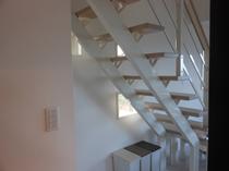 107号棟-「風」kaze 1Fリビングから2F寝室へ・・・・オシャレな階段
