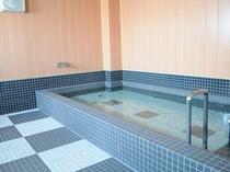 【大浴場】足を伸ばして入れるお風呂が好評(写真は男性用大浴場です)