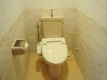 【トイレ】洗浄機付トイレです。