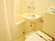 【バス・トイレ】清潔感あふれるバス・シャワー付きトイレです。