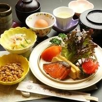 【朝食】焼き魚、卵、白いご飯、お味噌汁、等の日本の朝ごはんをご用意致します。