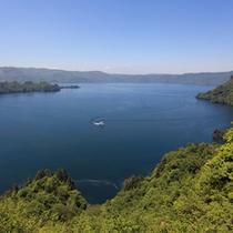 「瞰湖台」から眺めた十和田湖