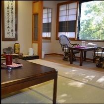 和室。ゆっくり落ち着ける、昔ながらの畳10畳のお部屋です。楽天500