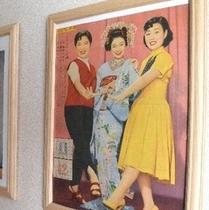 懐かしいポスター展。昭和の芸能界を彩ったスターのポスターを展示しています。楽天500