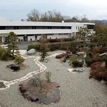 ホテル正面から入れます。日本庭園。<m(__)m>楽天500