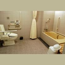バリヤフリー室のバストイレ。車椅子で入れるよう広くとってあります。(*^^)v楽天500