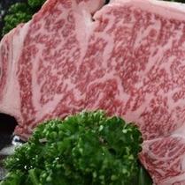 松阪牛ステーキ用肉250g。霜降りが美しい。たべても甘い。(*^^)v楽天500
